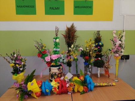 Wystawa Palm Wielkanocnych wykonanych przez uczniów klas I-IV